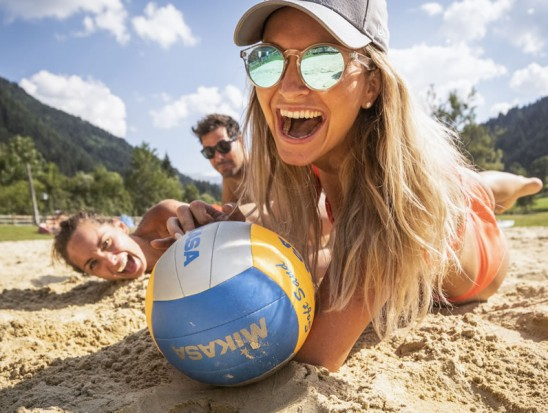 Sommerurlaub in Flachau, Beachvolleyball am Badesee © Flachau Tourismus | zooom productions